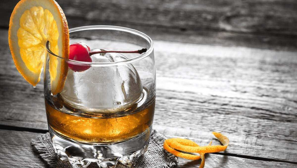 Old fashioned cocktail with garnish
