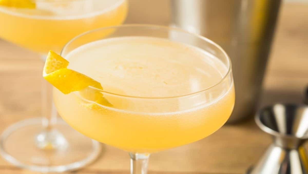 Corpse Reviver No 2 with garnish